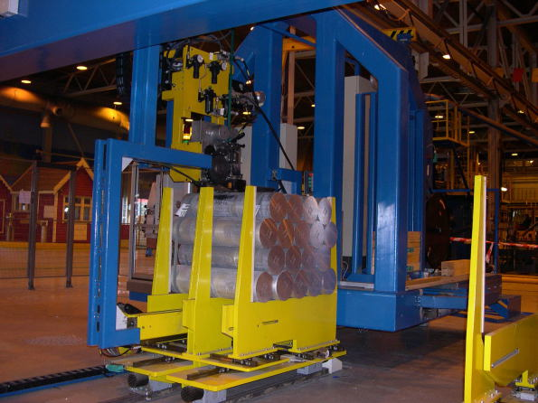 Metall and plastic vertical strapping machine